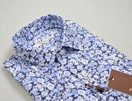 Camicia ingram in cotone regular fit con disegno floreale stampato