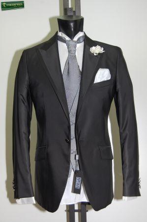 Abito nero mezzo tight Luciano Soprani slim fit con panciotto e cravatta